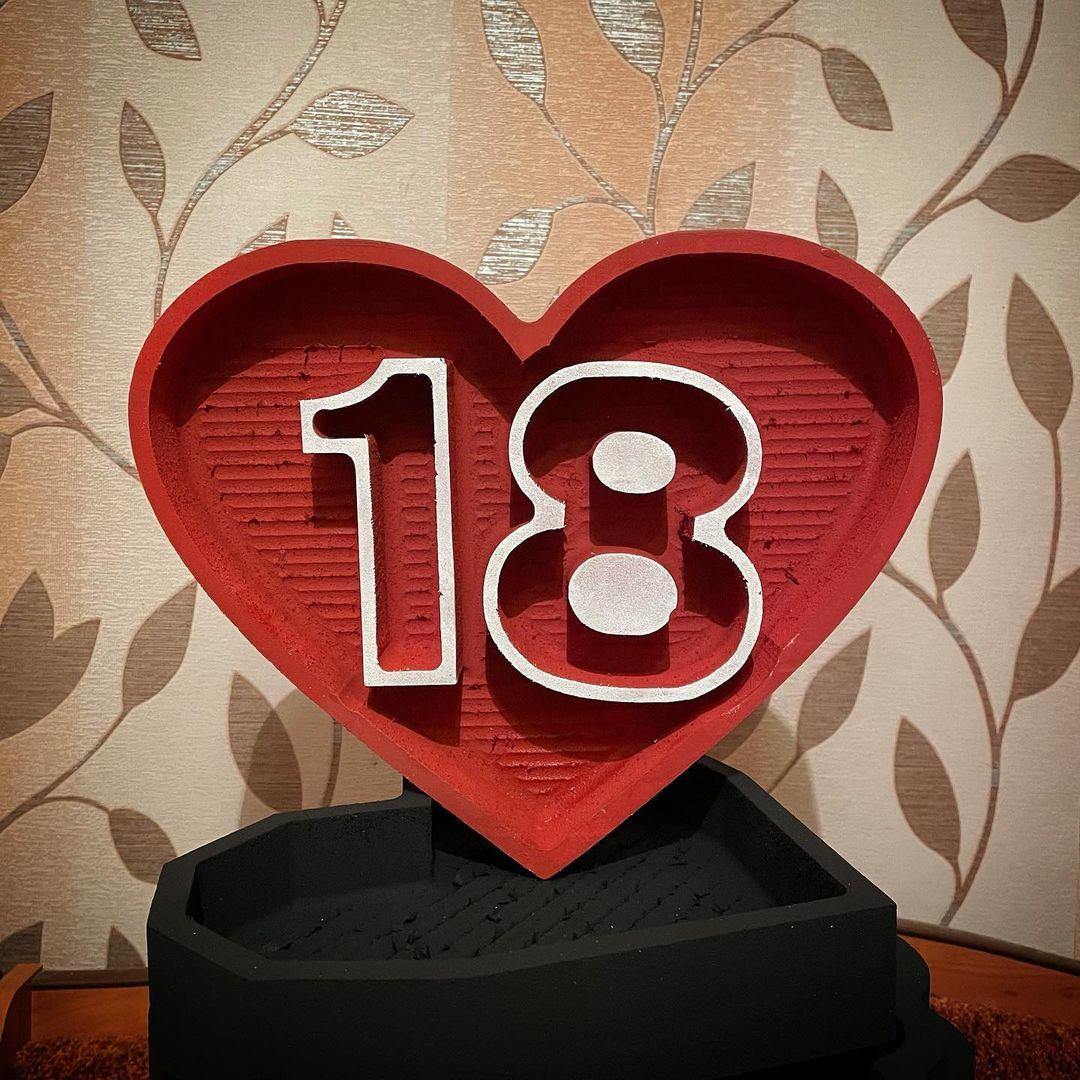 Пенобокс  - «Сердце 18» Пенобокс Сердце 18 изготовлен из пенополиэстирола экструдированого. Все пенобоксы нашего производства являются цельными !!! Мы их не склеиваем ! Данная упаковка отлично подходит для составления цветочных букетов т.к. не требует дополнительной гидроизоляции. Пенобоксы нашего производства - могут быть с высотой стенки (борта) - 10 см (глубиной 8.5 см) и высотой стенки 5 см (глубиной 4 см). Цвет изделия на стоимость не влияет ! Все пенобоксы окрашиваются специальным полимерным составом, который не взаимодействует с водой. Пенобоксы нашего производства не окрашиваются от контакта с водой. Преимущества наших пенобоксов перед изделиями подобного типа, производимыми нашими конкурентами - 100% герметичность (не протекают) и 100% не взаимодействие с водой (не окрашиваются)! #пенобоксыбелгород, #пенобоксы, пенобоксы, пенобоксыбелгород, Белгород, Пенобоксысердце - Цена, Стоимость - 377 руб.(доставка по всей России)