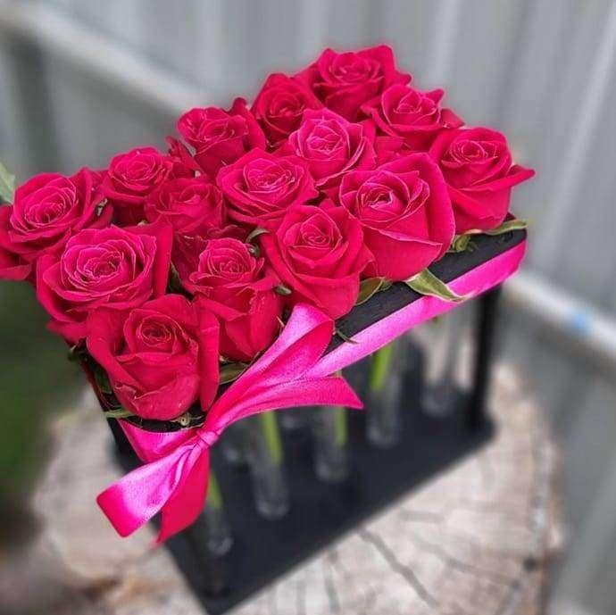 15 роз в пробирке Роскошное кашпо - роза в пробирке для любимой Декоративная подставка для цветов, Роза в пробирке,Цветы в пробирке,Хит сезона,Кашпо - Цена, Стоимость - 950 руб.(доставка по всей России)