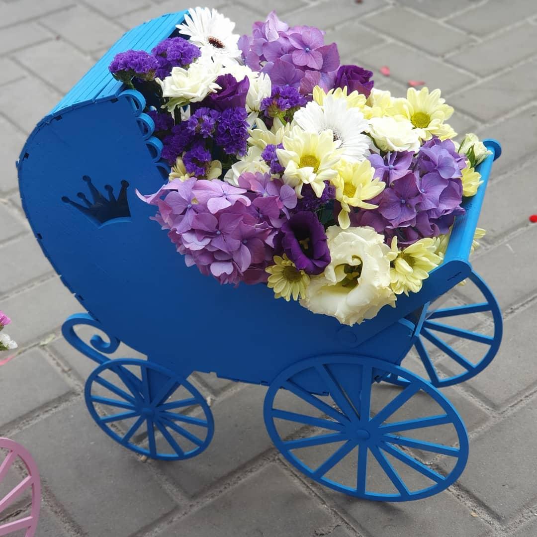 Кашпо «Синяя люлька» Оригинальное кашпо для составления подарочного букета в форме коляски. Размеры 40х43х15 см Кашпо, Коробочка для букета, Деревянная коляска, Люлька для букета, упаковка для подарка - Цена, Стоимость - 500 руб.(доставка по всей России)
