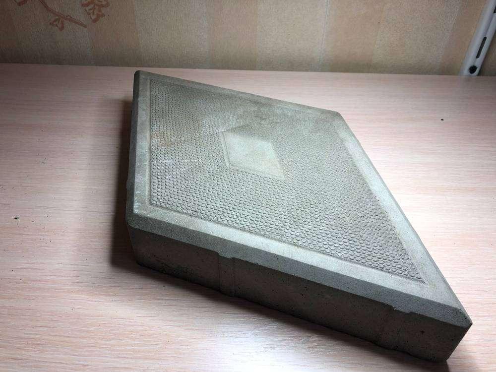 Плитка «Ромб» Размер 190х330х45 мм. В 1 м2 - 32 шт. Стоимость указана за 1 шт.. Плитка тротуарная, 4.5см - Цена, Стоимость - 14 руб.(доставка по всей России)