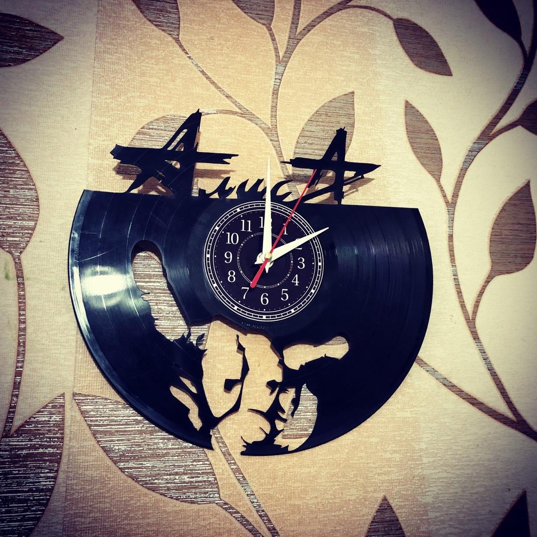 Часы из пластинки «Алиса» Настенные часы изготовлены из старой виниловой пластинки. Отлично впишутся в любой интерьер. Произведут незабываемое впечатление на ваших знакомых. Часы из пластинки,Алиса,Сделай сам,сувенир,подарок,фанера, часы из пластинки в москве, часы из пластинки в наличии - Цена, Стоимость - 900 руб.(доставка по всей России)