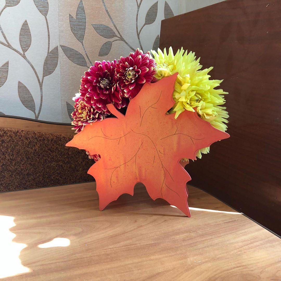 Кашпо «Сентябрь» Оригинальное кашпо для составления осеннего букетика. Материал-дерево. Кашпо, кленовый лист,лазерная резка, подарок, сувенир - Цена, Стоимость - 400 руб.(доставка по всей России)