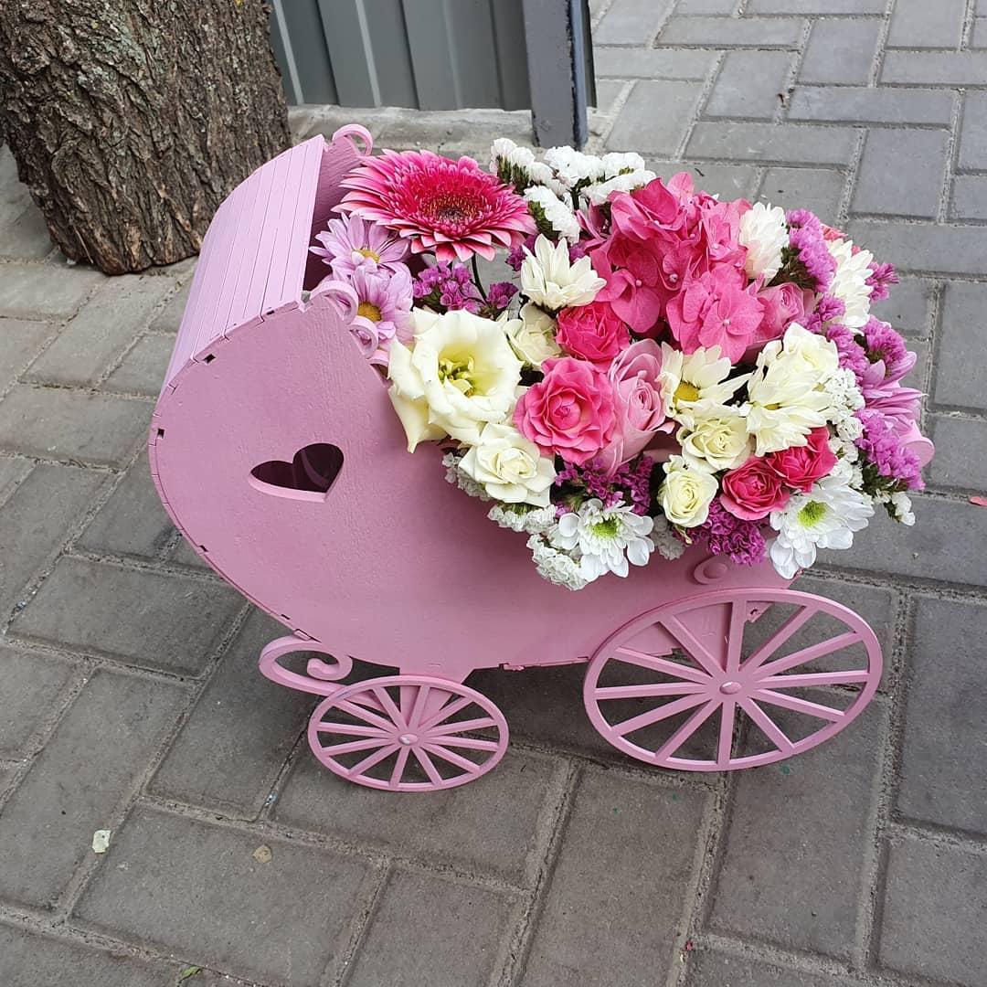 Кашпо «Розовая люлька» Оригинальное кашпо для составления подарочного букета в форме коляски. Размеры 40х43х15 см Кашпо, Коробочка для букета, Деревянная коляска, Люлька для букета, упаковка для подарка - Цена, Стоимость - 500 руб.(доставка по всей России)