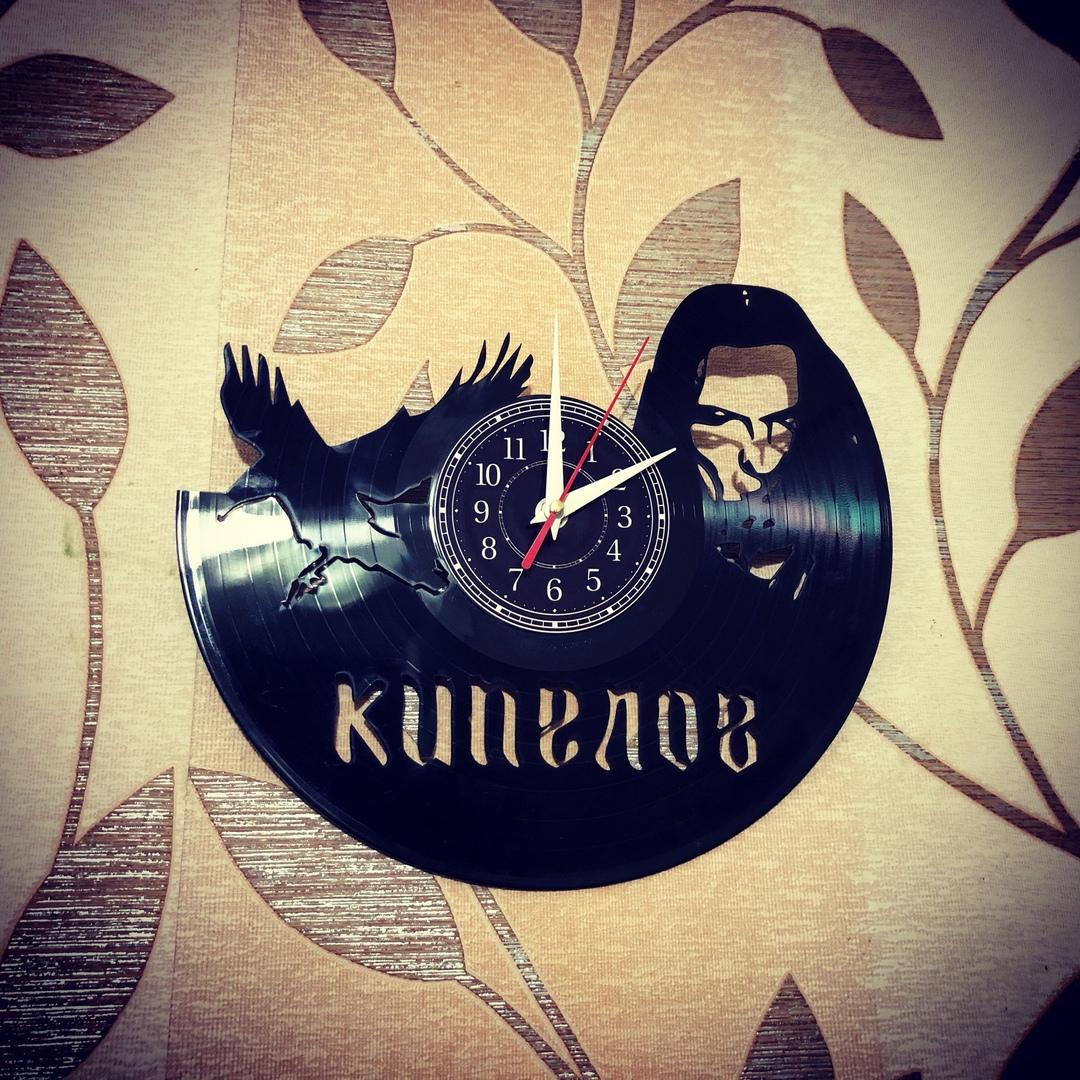 Часы из пластинки «Кипелов» Настенные часы изготовлены из старой виниловой пластинки. Отлично впишутся в любой интерьер. Произведут незабываемое впечатление на ваших знакомых. Часы из пластинки,RКипелов,Сделай сам,сувенир,подарок,фанера, часы из пластинки в москве, часы из пластинки в наличии - Цена, Стоимость - 900 руб.(доставка по всей России)