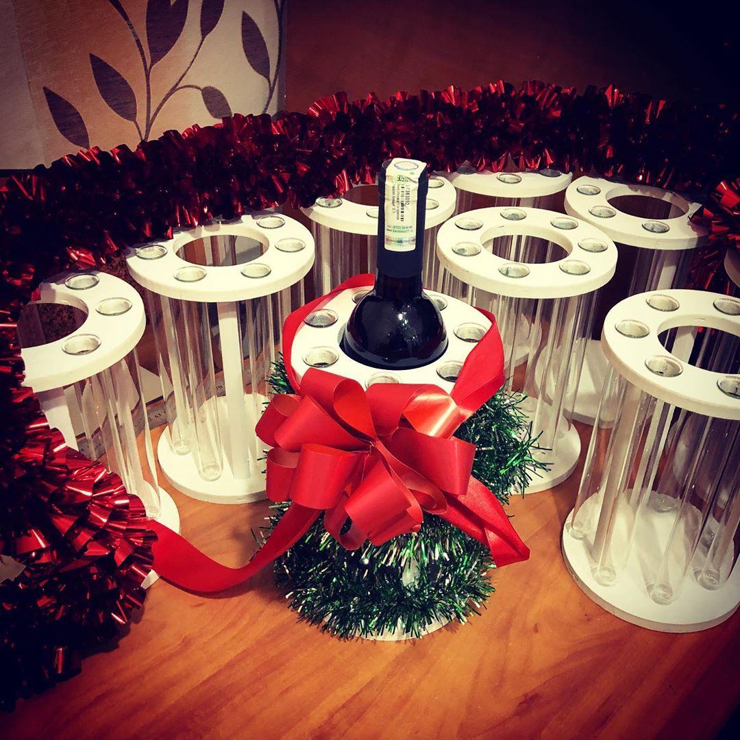 Подставка под вино Кашпо на 7 цветов. В центре вставляется бутылка вина. Роза в пробирке,Цветы в пробирке,Хит сезона,Кашпо - Цена, Стоимость - 380 руб.(доставка по всей России)