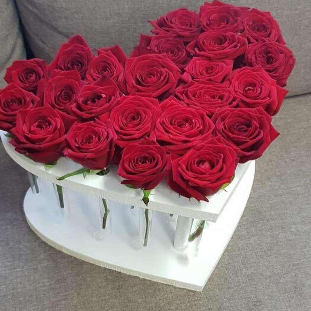 Сердце из 25 роз Роскошное кашпо - роза в пробирке для любимой - Роза в пробирке,Цветы в пробирке,Хит сезона,Кашпо, Купить красную розу в пробирке, Розы в пробирках, стильный и недорогой подарок, Белоснежная деревянная ваза сделана профессиональным мастером, Пробирка наполняется водой, КУПИТЬ РОЗЫ В ПРОБИРКАХ, выбирайте розы в пробирках, отдельную колбу с питательным раствором, упакрвка - Роза в пробирке, коробочки для подарков - Цена, Стоимость - 900 руб.(доставка по всей России)