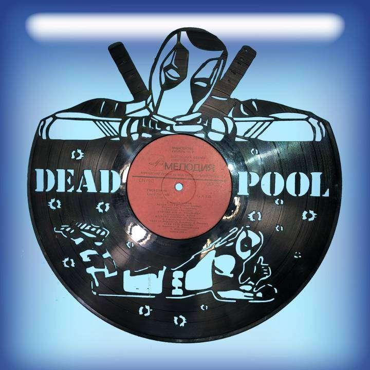 """DEAD POOL Услуга по изготовлению Каркаса, для изготовления часов из пластики в тематике - """"DEAD POOL"""" Кино,Часы из пластинки,DEAD POOL - Цена, Стоимость - 300 руб.(доставка по всей России)"""